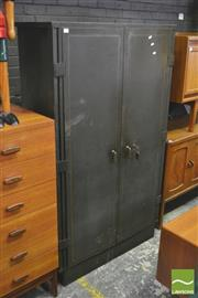 Sale 8310 - Lot 1033 - Metal 2 Door Locker (H 161 x W 94 x D 51cm)