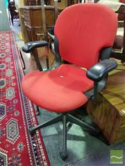 Sale 8550 - Lot 1179 - Herman Miller Office Chair