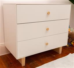 Sale 9150H - Lot 175 - A three drawer chest of drawers with soft close doors, Height 85cm x Width 94cm x Depth 50cm