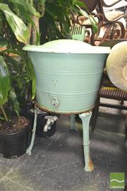 Sale 8272 - Lot 1034 - Metters Half gallon Wash Tub