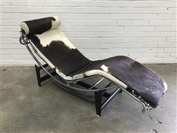 Sale 9092 - Lot 1080 - Le Corbusier Chaise, made in italy with Cow Hide Finish (l:180 x w:53cm)