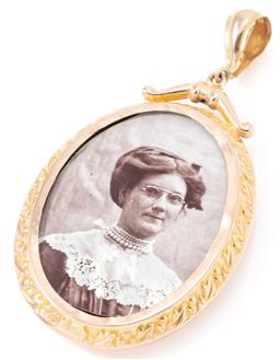Sale 9145 - Lot 307 - A VINTAGE 9CT GOLD OPEN LOCKET; oval form with front and back lockets with photos, stamped AJS, size 56 x 29mm, wt. 5.59g.