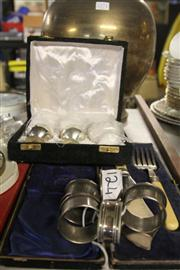 Sale 8362 - Lot 2485 - Cased set of 8 silver plated goblets, silver plated carving set and 5 napkin rings.
