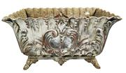 Sale 8888H - Lot 7 - Antique French cast iron garden jardinière 60 x 33 x 37 cm