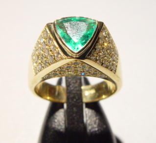 Sale 3554 - Lot 32 - AN EMERALD AND DIAMOND RING;