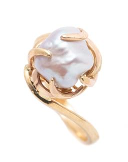 Sale 9253J - Lot 369 - A GOLD KESHI PEARL RING; claw set with an 8.9 x 8mm cultured keshi pearl to wrap around surround, tests 20ct gold, width 12mm, size...