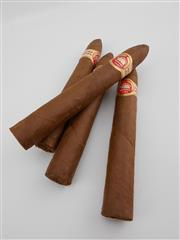 Sale 8454 - Lot 624 - 4x H. Upmann Cuban Cigars (15.5cm)