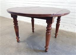 Sale 9112 - Lot 1028 - Round mahogany dining table over reeded legs (h:77 x d:128cm)