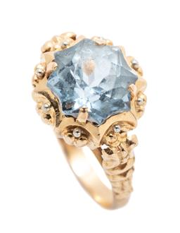 Sale 9253J - Lot 389 - AN 18CT GOLD STONE SET RING; claw set with a fancy cut light blue synthetic spinel to decorative setting and shoulders, width 12.7mm...