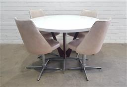 Sale 9112 - Lot 1078 - Vintage 5 piece dining suite Formica top & chairs