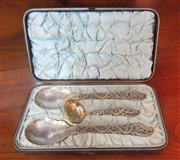 Sale 8298 - Lot 71 - Excellent quality elaborate Victorian silverplate and gilt serving spoons and pierced ladle in original presentation case, C: 1890s...
