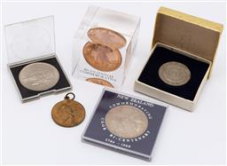 Sale 9099 - Lot 50 - A collection of coins including bicentenary in perspex case