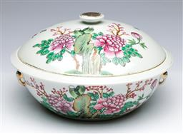 Sale 9093P - Lot 36 - Chinese Republic Tureen with Peonies and Inscription, h. 15cm, diam. 28cm.