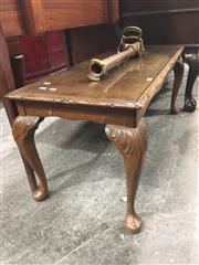 Sale 8740 - Lot 1468 - Queen Anne Style Coffee Table