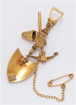 Sale 9180E - Lot 2 - A 14ct gold miners brooch with shovel, pick and bucket, Length 5.5cm, weight 4.5g