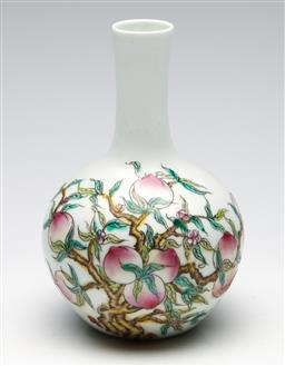 Sale 9253 - Lot 65 - A ceramic Chinese bud vase featuring peaches (H:18cm)
