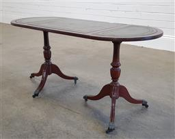 Sale 9183 - Lot 1010 - Timber coffee table with tooled leather top (h:50cm)