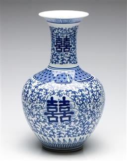 Sale 9253 - Lot 123 - A floral themed Chinese blue and white vase (H:33cm)