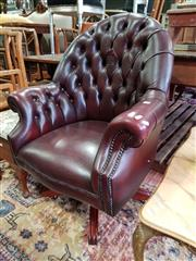 Sale 8740 - Lot 1279 - Chesterfield Style Leather Desk Chair