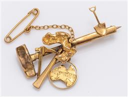 Sale 9180E - Lot 11 - A 13ct gold miners brooch with hammer, pick and shovel, with a 9ct Australia charm, weight 4g