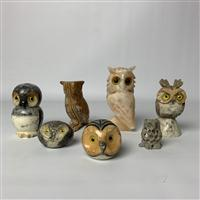 Sale 8725A - Lot 23 - A group of seven Italian owls in Alabaster, onyx and soapstone . tallest. height 14cm