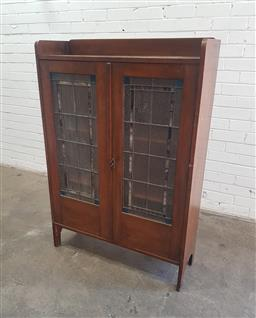 Sale 9102 - Lot 1204 - Vintage timber two door display cabinet with leadlight doors (h134 x w91 x d31cm)
