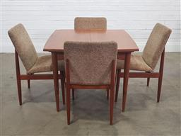 Sale 9188 - Lot 1079 - Parker five piece dining setting incl. four chairs and butterfly-leaf extension table (h:73 x w:91 x d:91cm)
