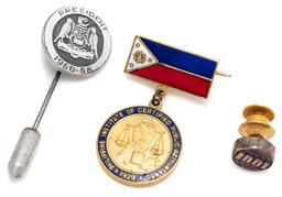 Sale 9099 - Lot 70 - A small group of jewellery comprising a presidents badge, a 1001 pin and an ICPA pin