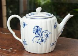 Sale 9120H - Lot 19 - An early blue and white Worcester segmented tea pot with floral decoration,  mark to base, Length 20cm chip to finial