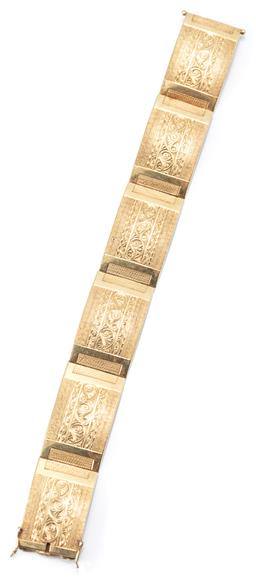 Sale 9164J - Lot 479 - A 14CT GOLD VINTAGE BRACELET; 6 x 18.5mm wide textured and engraved plaques to integrated box clasp with twin safety clips, length 1...