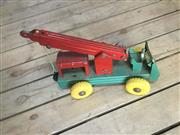 Sale 9080G - Lot 81 - Vintage Wyn Toy mobile telescoping crane . Made in Australia . General Wear , missing steering wheel . surface scratches. Size :35cm L.