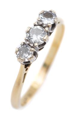 Sale 9194 - Lot 374 - A VINTAGE 18CT GOLD THREE STONE DIAMOND RING; set in platinum collets with round brilliant cut diamonds totalling approx. 0.40ct SI,...