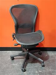 Sale 8908 - Lot 1030 - Herman Miller Aeron Mesh Back Office Chair (size B)