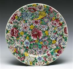 Sale 9164 - Lot 118 - A Chrysanthemum Decorated Chinese Plate (dia 26cm)