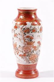 Sale 9010D - Lot 709 - A Japanese Vase Decorated With Flowers H: 18cm