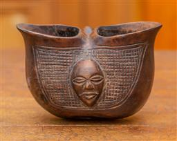 Sale 9160H - Lot 51 - A carved African loving cup with handle and double drinking spout, with a mask design to front, Width 17cm x Height 12cm