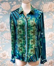 Sale 8474A - Lot 28 - A gorgeous Versace collection 100% silk blouse, in excellent condition, size 42