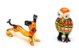 Sale 9253 - Lot 212 - A Murano glass owl figure (H:6.5cm) together with an art glass dog (L:8cm) - some losses to foot of owl