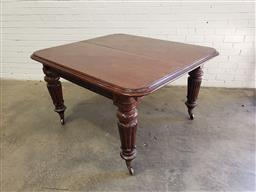 Sale 9126 - Lot 1151 - Early Victorian Mahogany Extension Dining Table, without leaves, raised on turned carved legs with brass castors (h:76 x w:138 x d:1...