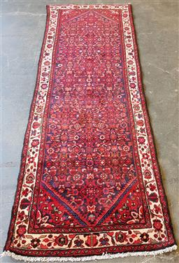 Sale 9174 - Lot 1130 - Hand knotted pure wool Persian Hamadan runner (332 x 114cm)