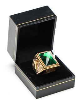 Sale 9253 - Lot 387 - Chinese green and gilt mens ring and black case (ring size 10)