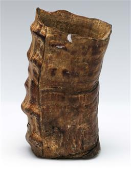 Sale 9164 - Lot 391 - Chinese timber horn form brush washer (H:14cm)