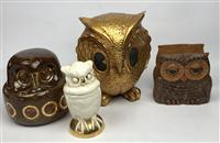 Sale 8725A - Lot 57 - A mid century modern owl form letter holder Sittre productions in ceramic together with two gilt ceramic owls and plaster example. t...