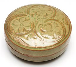 Sale 9253 - Lot 395 - Chinese Yaozhou round covered box decorated with floral scrolls (H:6cm Dia:13cm)