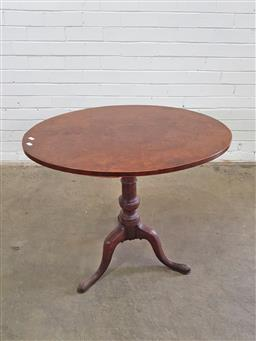 Sale 9162 - Lot 1036 - Georgian Style Burr Walnut Wine Table, with oval top, the pedestal & outswept feet also displaying some burl (h:71 x w:77 x d:71cm)