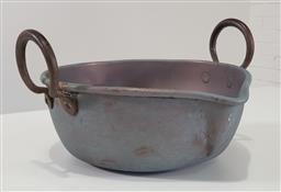 Sale 9215 - Lot 1055 - Large Copper Spouted Dish or Pan, with iron loop handles (h:15 x d:35cm)