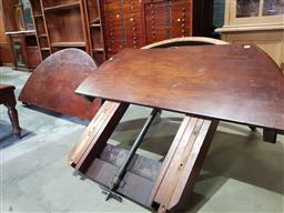 Sale 9102 - Lot 1170 - Late Victorian Mahogany Extension Dining Table, no leaves, raised on turned reeded legs (need assembling)