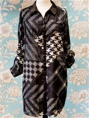 Sale 8474A - Lot 78 - A contemporary black and white patterned Guess shirt dress, condition: excellent, size: L