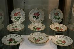 Sale 7914 - Lot 91 - Arzberg Classic Rose Collection Plates