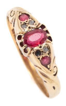 Sale 9160 - Lot 362 - AN ANTIQUE 18CT GOLD STONE SET RING; belcher and grain set (later) with an oval and 2 round cut doublets and 3 table cut diamonds 1...